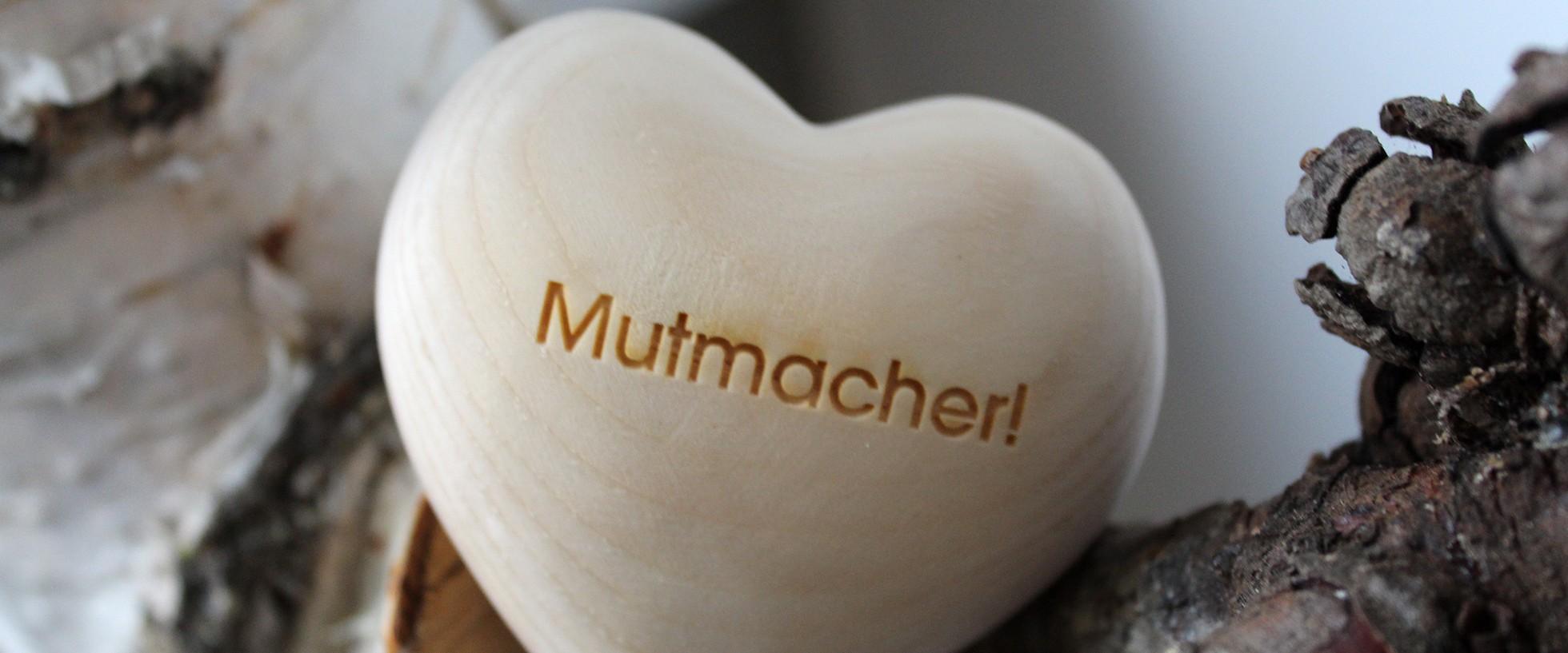 "ThankGoods, Giving, Holzherz ""Mutmacher!"""